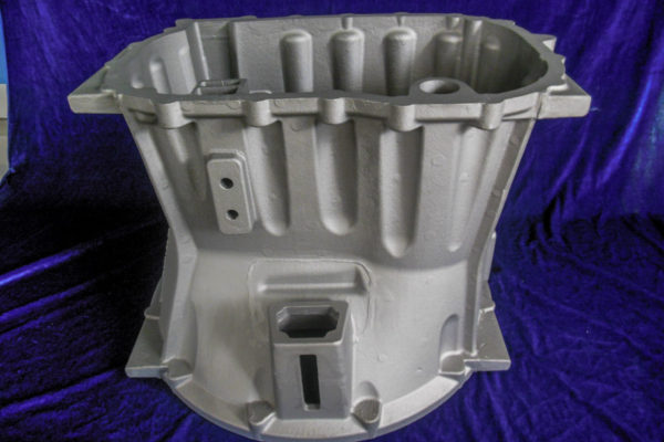 Commercial vehicle gearbox clutch housing