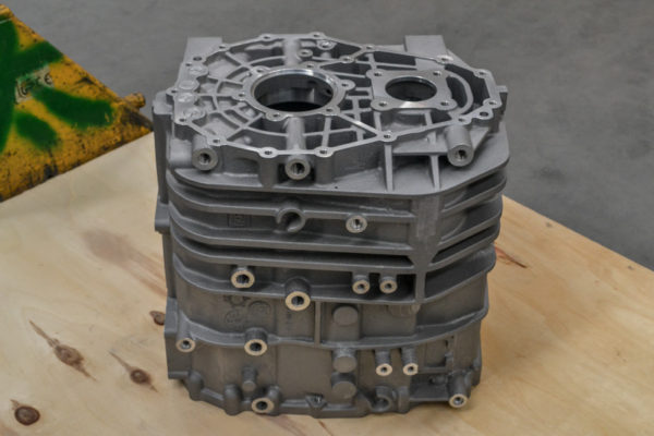 Commercial vehicle gearbox housing